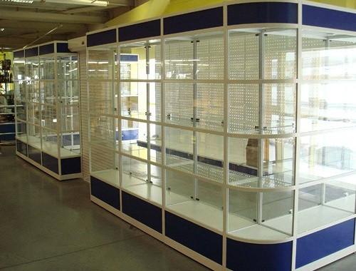 Торговое оборудование: как заказать качественную витрину