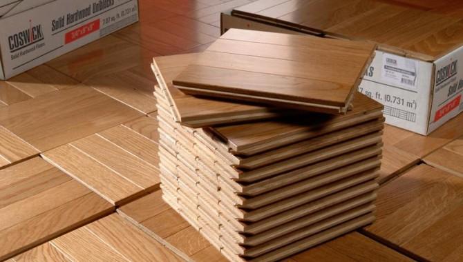 Твердая древесина против инженерных паркетных полов