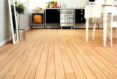 Почему деревянные кухонные полы повсюду в журналах и блогах (и как они должны выглядеть)