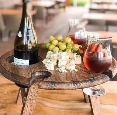 Винный столик — оригинальный подарок по любому поводу!